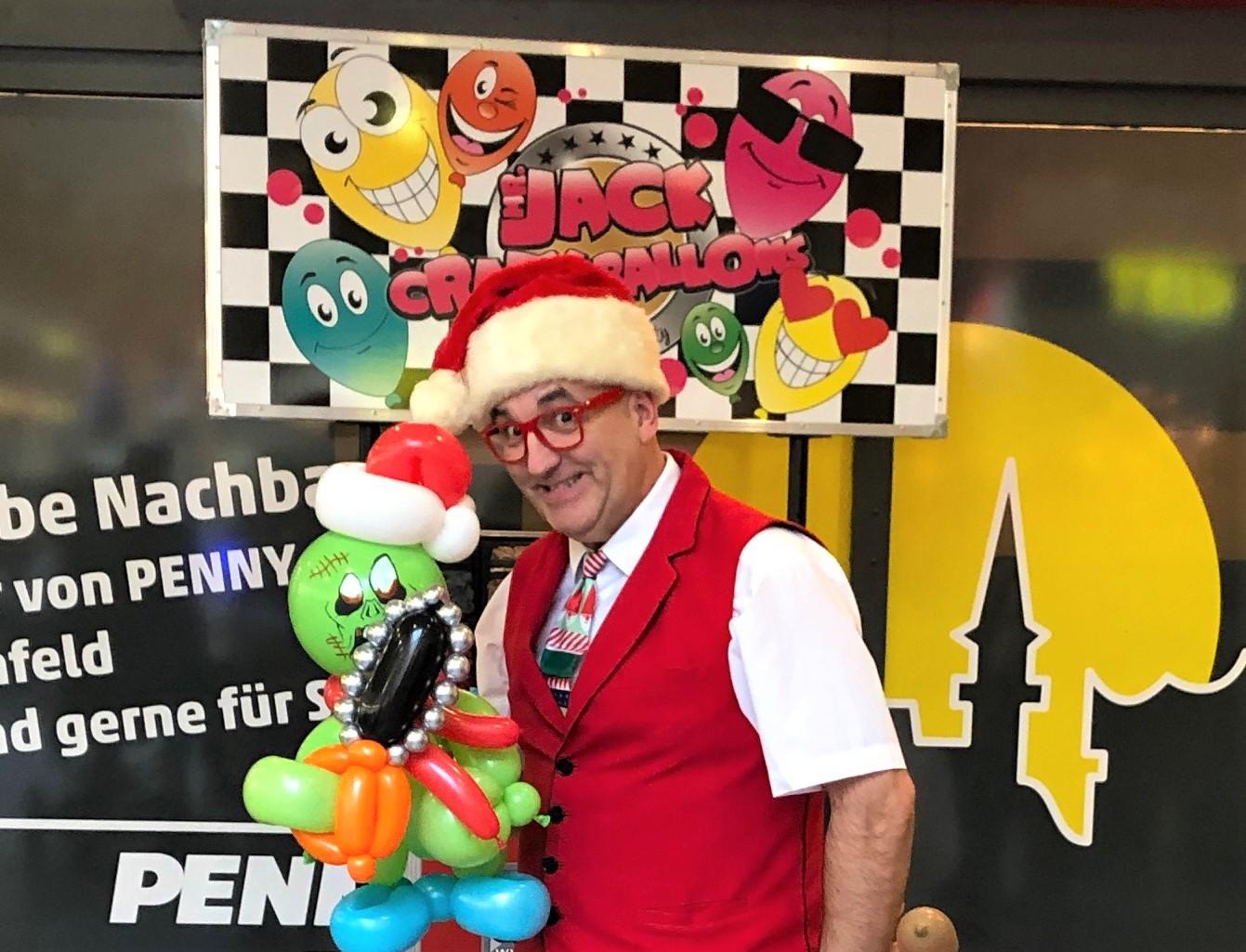 Fantastische Ballonfiguren und verblüffte Kinderaugen:  Mr. Jack zu Besuch im JEN